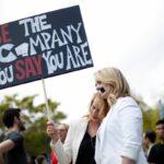 《英雄聯盟》Riot 否認性別歧視案串通勞方律師以低賠償金解決,原告換律師續爭權益!